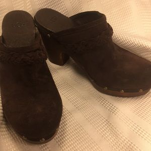 NWOT UGG leather slide in clogs, footbed lining